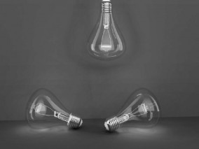 梨形写实玻璃电灯泡 钨丝灯 电灯 手电筒 照明设备 3d模型