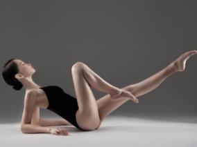 美少女的芭蕾练习 性感大长腿是这样炼成的 JK 作者:yoly莜莉